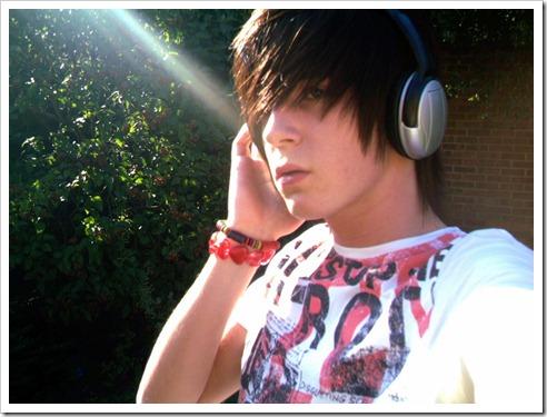 More_twinks_with_headphones-gayteenboys18 (12)