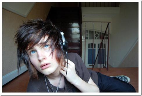 More_twinks_with_headphones-gayteenboys18 (14)