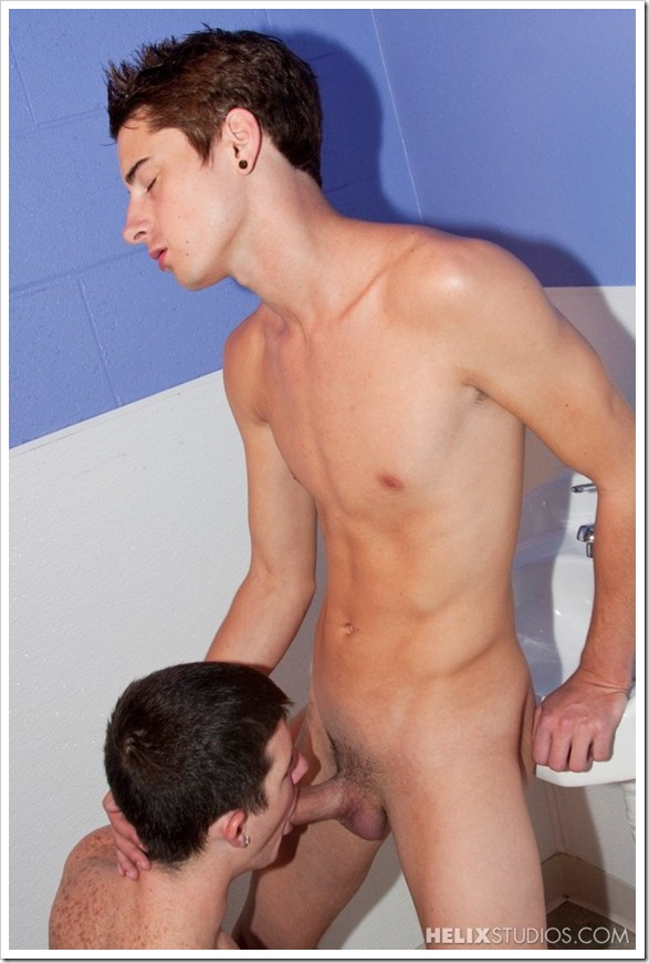 Public-Bathroom-gay-Sex (5)