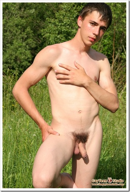Vik-in-the-forest-from-GayTeenStudio (4)