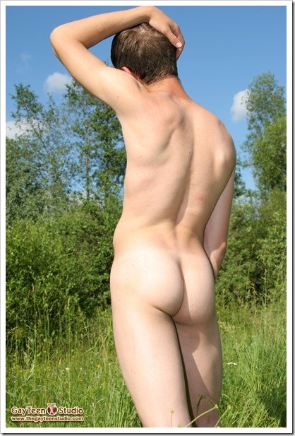 Vik-in-the-forest-from-GayTeenStudio (5)