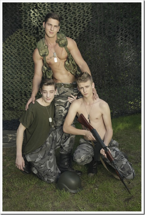 Gang-bang-with-horny-gay-recruits (3)