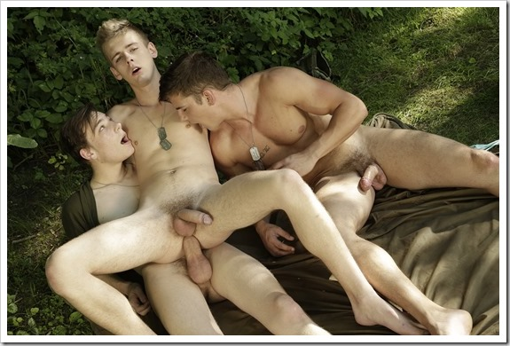 Gang-bang-with-horny-gay-recruits (5)
