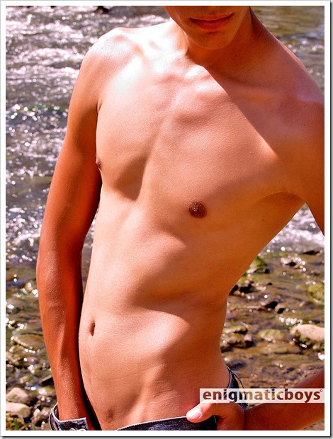 Alejandro-Outdoor-Photoset-025